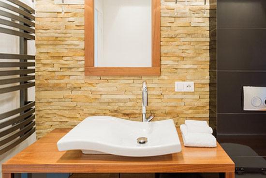 Reformas con plaqueta decorativa reformas de ba o cocina for Precios de piedra decorativa para interiores
