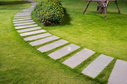 C mo evitar el barro en el jard n consejos de jardiner a for Como evitar que salga hierba en el jardin