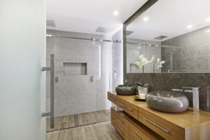 Razones por las que utilizar la madera en la reforma de tu baño