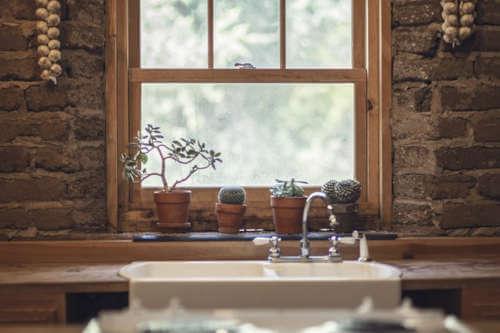 Evita el mantenimiento en las ventanas de madera